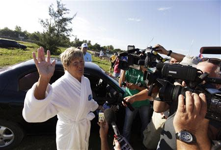 U.S. long-distance swimmer Diana Nyad talks to the media before her attempt to swim to Florida from Havana August 31, 2013. REUTERS/Enrique De La Osa