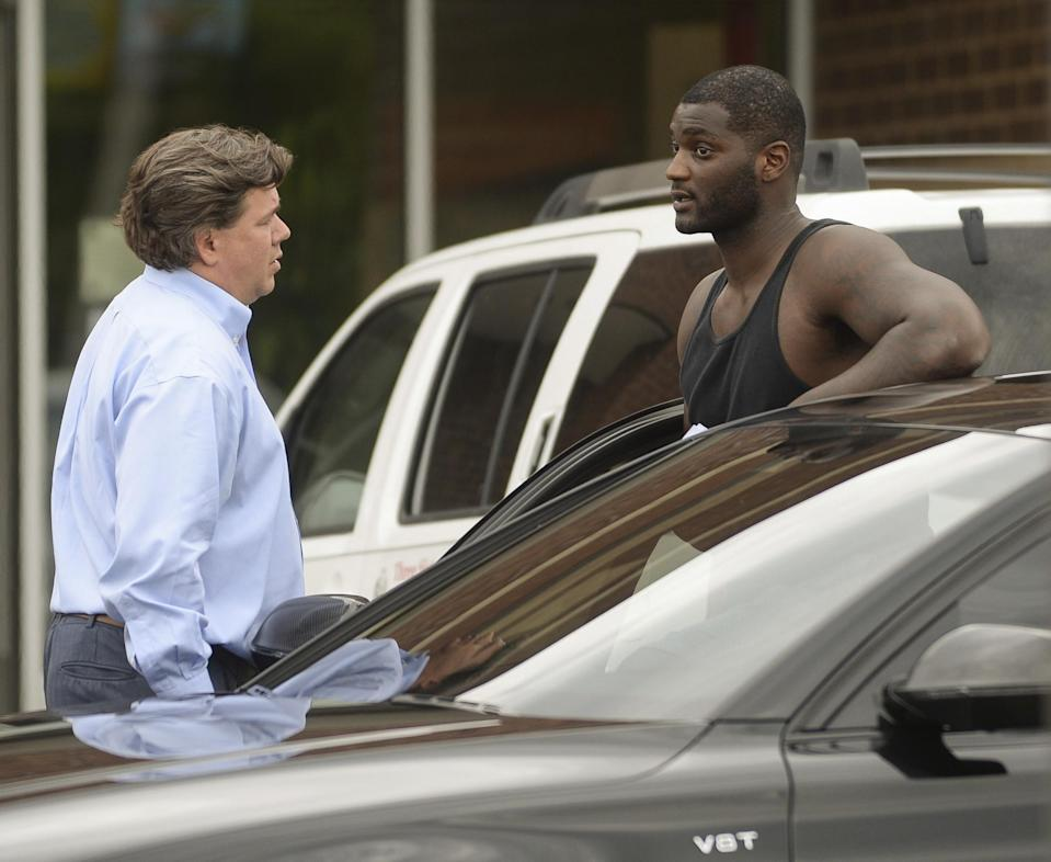 Troubled NFL linebacker Rolando McClain, right, talks with his lawyer, Carl Cole following McClain's arrest in Hartselle, Ala. (AP)