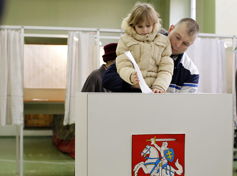 Lithuanians sway toward opposition parties