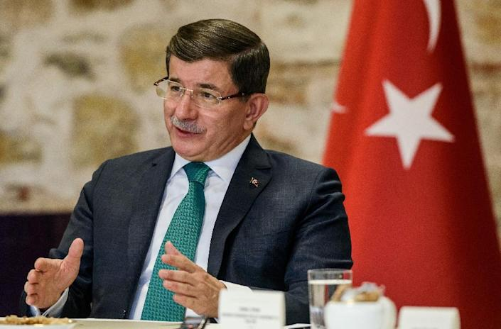 Turkish Prime Minister Ahmet Davutoglu speaks during a meeting with foreign media journalists at the prime minister's office in Istanbul on December 9, 2015 (AFP Photo/Ozan Kose)