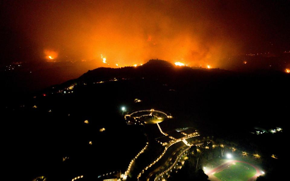 The fire is edging closer to Olympia - AFP