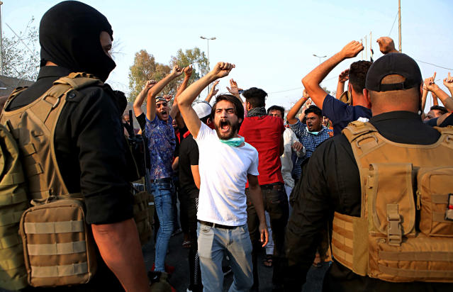 <p>Protesters chant anti-government slogans while security forces prevent them from storming the governor's building during protests demanding better public services and jobs, in Basra, 340 miles (550 km) southeast of Baghdad, Iraq, Wednesday, Sept. 5, 2018. (Photo: Nabil al-Jurani/AP) </p>