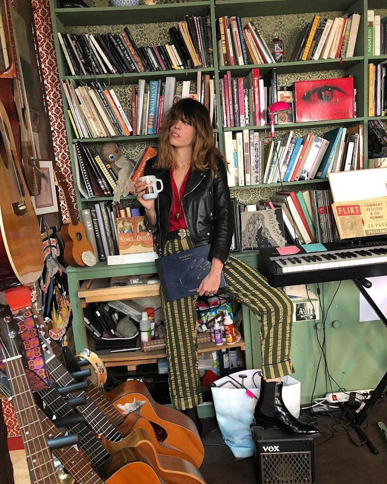 "<p><strong>Lou Doillon </strong></p><p><em>Crédit photo : Instagram @loudoillon</em></p><a rel=""nofollow"" href=""https://www.vogue.fr/mode/inspirations/diaporama/nos-photos-preferees-du-style-boheme-rock-de-lou-doillon-inspirations-mode/54053"">Lire la suite sur Vogue.fr</a>"