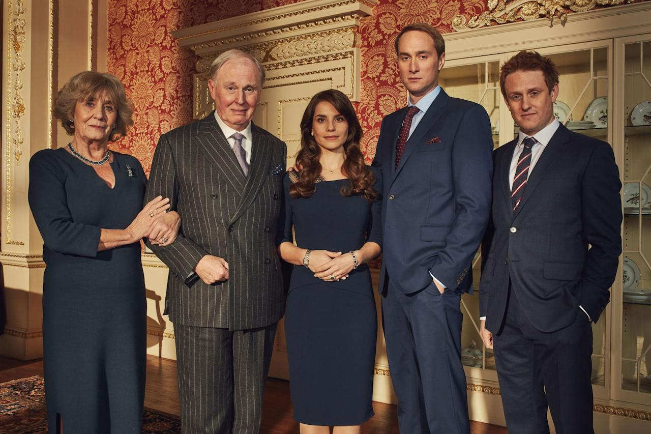 <p>I protagonisti del film tv «Re Carlo III». Da sinistra: Margot Leicester (Camilla Parker Bowles,) Tim Pigott-Smith (Carlo), Charlotte Riley (Kate), Oliver Chris (William) e Richard Goulding (Harry). </p>