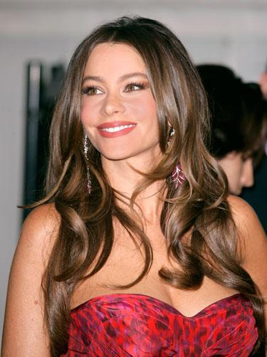"""<div class=""""caption-credit""""> Photo by: Getty Images</div><div class=""""caption-title"""">Sofia Vergara</div>The Modern Family actress - and her shiny tresses - strike the perfect chord between sex symbol and elegant. """"When her long layers are curled, they give the hair of a lot dimension and movement,"""" says Palacios. The look's as quick and easy as creating a center part, blowing hair smooth with a round brush, and curling with a 1 3/4"""" curling iron. <br> <br> <b>More from REDBOOK:</b> <br> <ul>  <li>  <a rel=""""nofollow"""" target="""""""" href=""""http://www.redbookmag.com/beauty-fashion/tips-advice/winter-accessories?link=rel&dom=yah_life&src=syn&con=blog_redbook&mag=rbk""""><b>100 Cute, Affordable Winter Accessories</b></a>  </li>  <li>  <a rel=""""nofollow"""" target="""""""" href=""""http://www.redbookmag.com/beauty-fashion/tips-advice/celebrity-makeup-looks?link=rel&dom=yah_life&src=syn&con=blog_redbook&mag=rbk""""><b>The 50 Most Iconic Beauty Looks of All Time</b></a>  </li> </ul>"""
