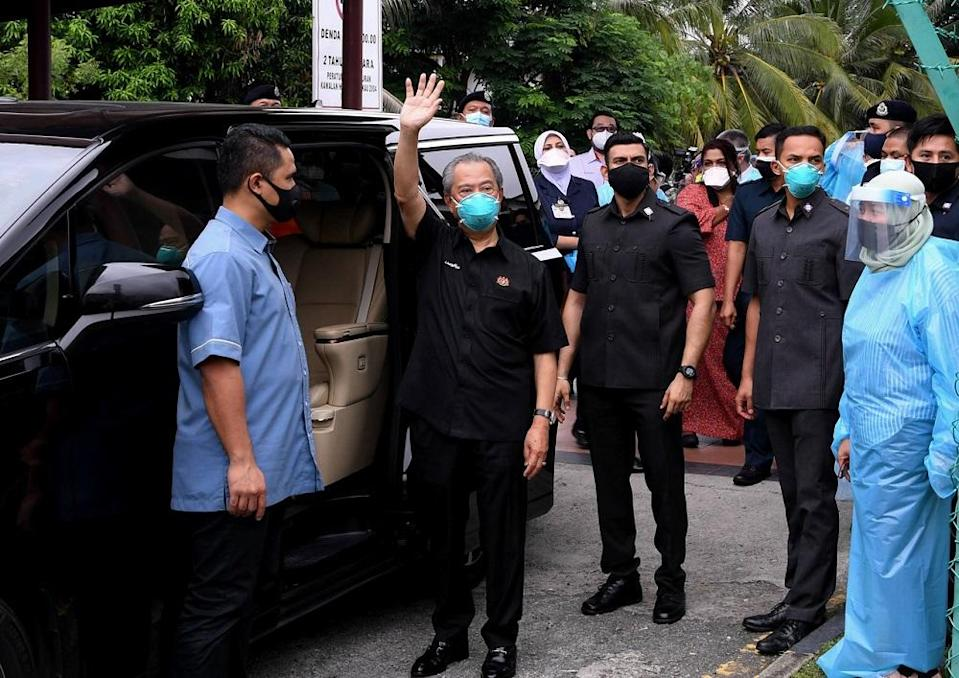 Prime Minister Tan Sri Muhyiddin Yassin said the initiative dubbed Operation Surge Capacity will see daily doses of vaccines administered in Kuala Lumpur and Selangor go up significantly to ensure that some 6.1 million adults have access to at least one shot of the vaccine. ― Bernama pic