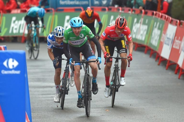 Ireland's Daniel Martin (C) wins the 3rd stage of the Vuelta