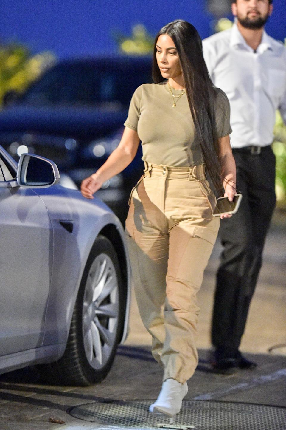 <p>Kim Kardashian loves her utility wear and she proved in while running errands in LA, wearing cargo pants and a tee in khaki and neutral tones. [Photo: Getty] </p>