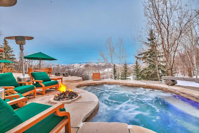 """Another upgrade by the current owners is the addition of this 20-person hot tub. (<a href=""""https://www.toptenrealestatedeals.com/weekly-ten-best-home-deals/home/mitt-romneys-utah-mountain-ski-home"""" rel=""""nofollow noopener"""" target=""""_blank"""" data-ylk=""""slk:Top Ten Real Estate Deals"""" class=""""link rapid-noclick-resp"""">Top Ten Real Estate Deals</a>)"""