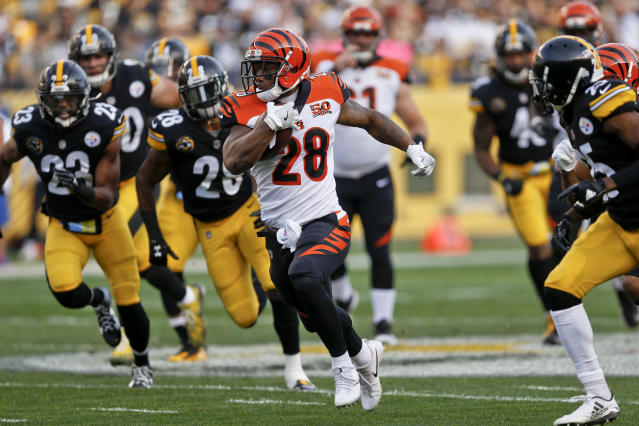 "<a class=""link rapid-noclick-resp"" href=""/nfl/players/30161/"" data-ylk=""slk:Joe Mixon"">Joe Mixon</a> highlights this week's look at whom you should sit and start in Week 8 (AP Photo/Keith Srakocic)"