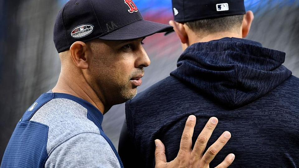 Yankees manager Aaron Boone and Red Sox manager Alex Cora talking in 2018