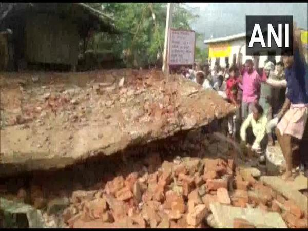 One dead, three injured after house shed collapse in Uttar Pradesh on Sunday. Photo/ANI