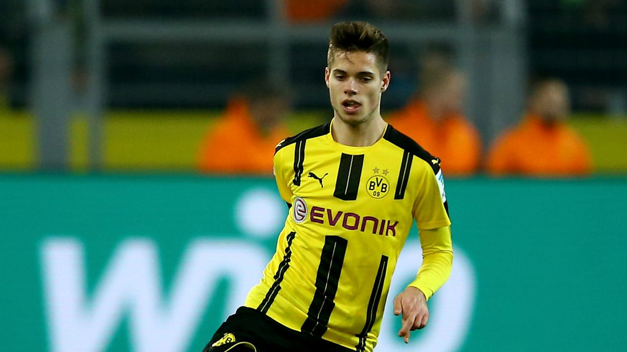 After breaking his ankle in a Bundesliga draw with Augsburg in May, the BVB midfielder has returned to full training