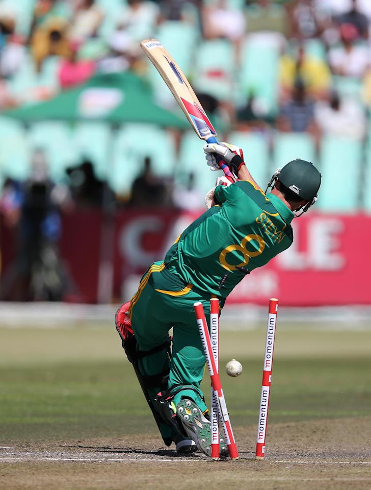 South Africa's Dale Steyn bats on March 21, 2013 during the fourth one-day international against Pakistan at Kingsmead in Durban.                  AFP PHOTO  / Stringer        (Photo credit should read -/AFP/Getty Images)
