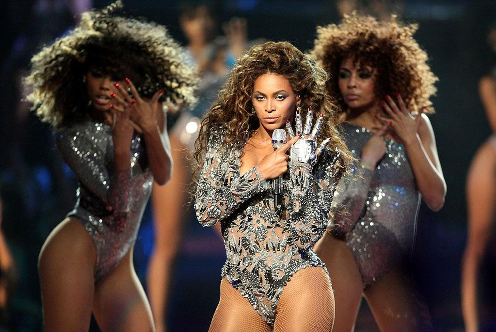 Beyonce performs during the 2009 MTV Video Music Awards at Radio City Music Hall on September 13, 2009 in New York City.