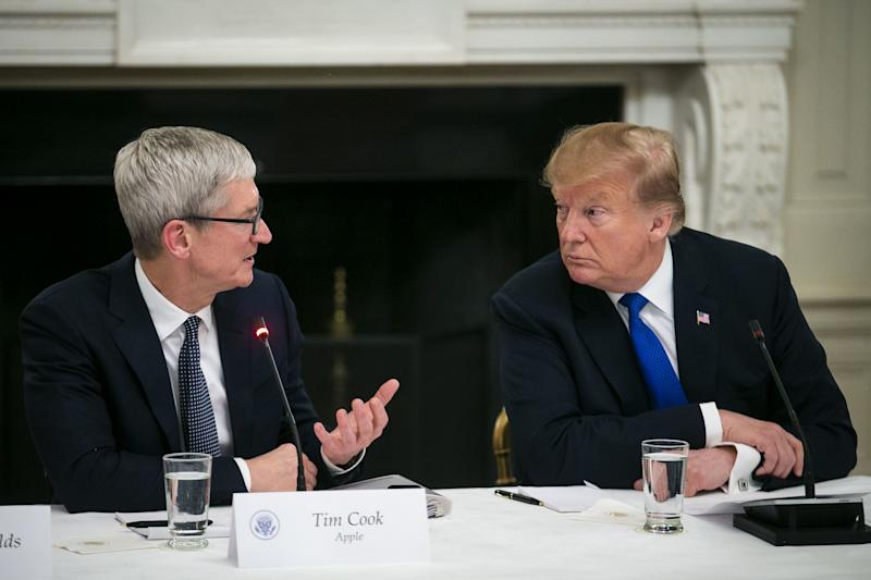 Apple CEO Tim Cook speaks with President Trump listens during a meeting in the State Dining Room of the White House, March 6, 2019. (Photo: Al Drago/Bloomberg via Getty Images