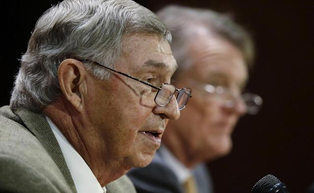 Texas athletic director DeLoss Dodds, left, formally announces his retirement during a news conference as Texas president Bill Powers, right, listens, Tuesday, Oct. 1, 2013, in Austin, Texas. Dodds, who has been with Texas for 32 years, will step down in August 2014. (AP Photo/Eric Gay)