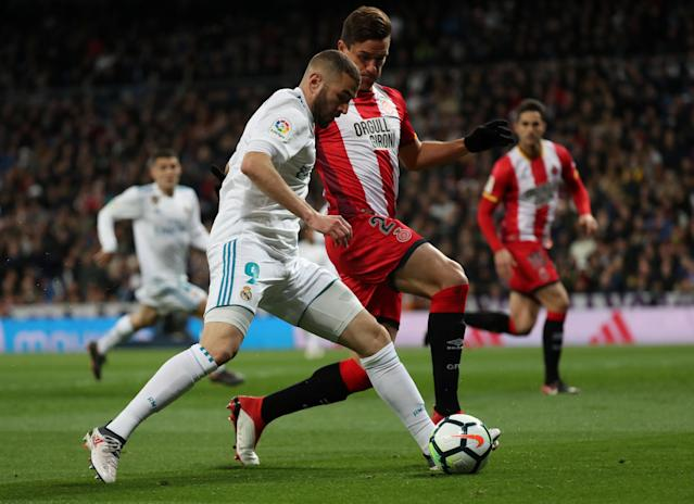 Soccer Football - La Liga Santander - Real Madrid vs Girona - Santiago Bernabeu, Madrid, Spain - March 18, 2018 Real Madrid's Karim Benzema in action with Girona's Bernardo Espinosa REUTERS/Sergio Perez