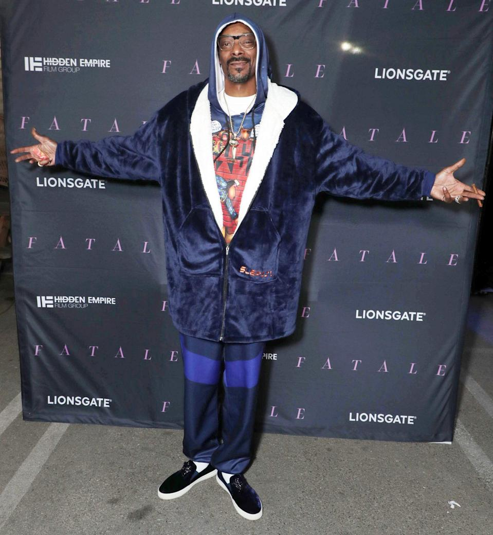 <p>Snoop Dogg gets all cozy on Monday night for a screening of <em>Fatale</em> in Inglewood, California.</p>