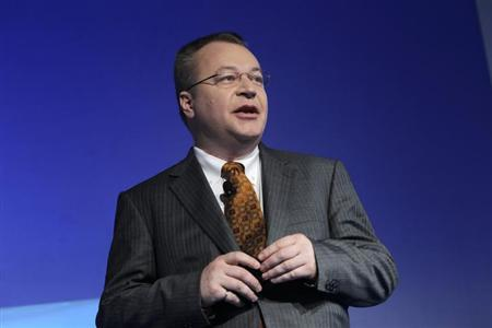 Nokia Chief Executive Stephen Elop speaks with the media after unveiling a new $99 phone in its mid-range Asha line at a launch in New Delhi May 9, 2013. REUTERS/Anindito Mukherjee/Files
