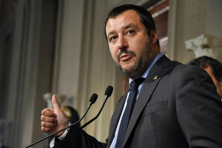 Italy's rival populist leaders to report on coalition talks