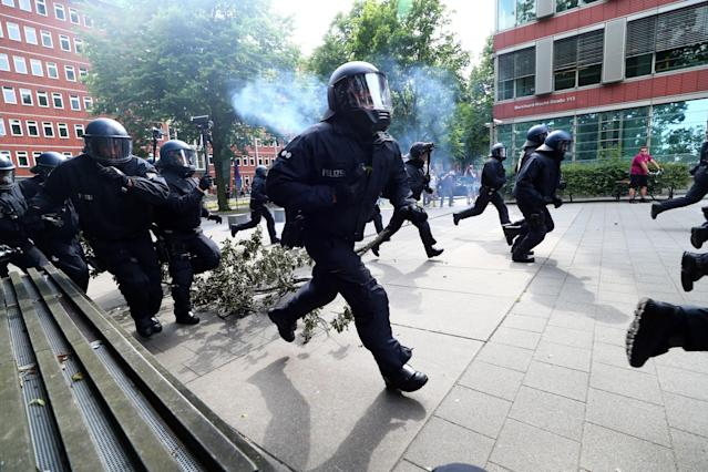 <p>German police charge towards protesters during a demonstration at the G20 summit in Hamburg, Germany, July 7, 2017. (Photo: Pawel Kopczynski/Reuters) </p>