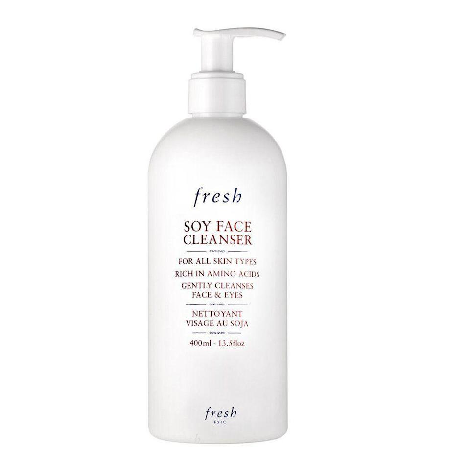 "<p><strong>Soy Make Up Removing Face Wash</strong></p><p>fresh.com</p><p><strong>$69.00</strong></p><p><a href=""https://go.redirectingat.com?id=74968X1596630&url=https%3A%2F%2Fwww.fresh.com%2Fus%2Fsoy-face-cleanser-H00005622.html&sref=https%3A%2F%2Fwww.elle.com%2Fbeauty%2Fg34671473%2Fblack-friday-cyber-monday-beauty-deals-2020%2F"" rel=""nofollow noopener"" target=""_blank"" data-ylk=""slk:Shop Now"" class=""link rapid-noclick-resp"">Shop Now</a></p><p>A jumbo size of Fresh's best-selling face wash is sure to delight. Get it, plus anything else your heart desires, at 20% off on Black Friday.</p>"