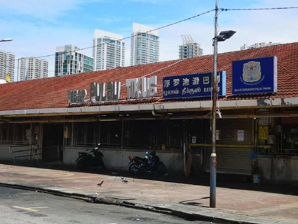 The Pulau Tikus market has been ordered to temporarily close from today onwards after Covid-19 cases detected among its traders and workers. — Picture courtesy of MBPP