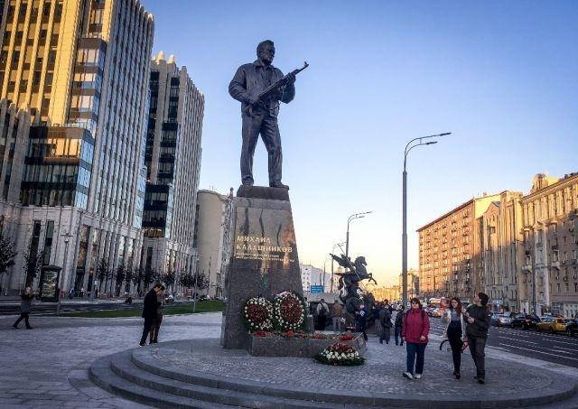 With exhibit and selfies, Russia marks Kalashnikov's 100th birthday