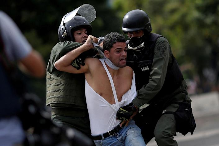 <p>A demonstrator is detained at a rally during a strike called to protest against Venezuelan President Nicolas Maduro's government in Caracas, Venezuela, July 27, 2017. (Photo: Ueslei Marcelino/Reuters) </p>