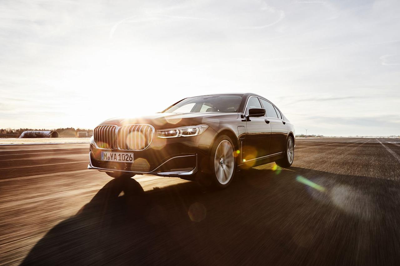 New BMW 7 Series plug in hybrid models revealed