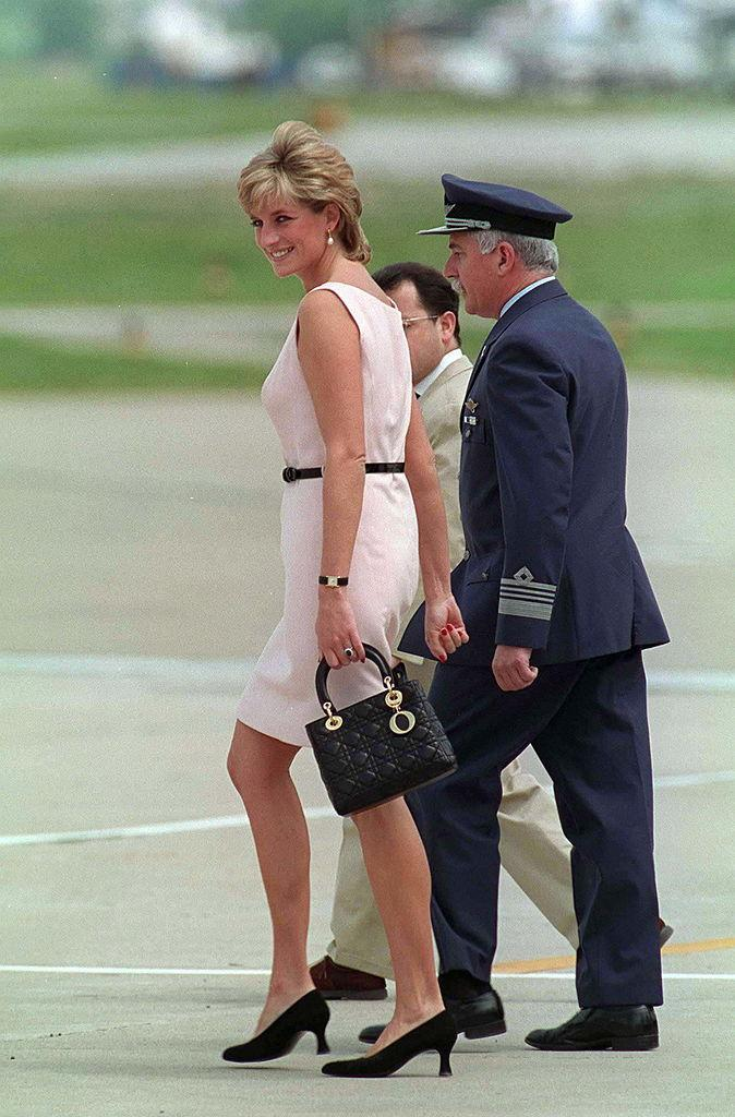 Princess Diana used her Dior bag on her official visit to Argentina in November 1995. (Getty Images)