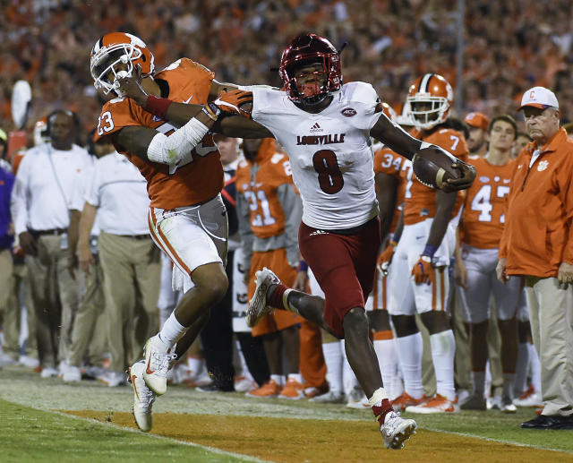 Will Lamar Jackson (8) be able to keep his torrid run going against a stingy Clemson defense this week? (AP)