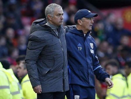 Britain Soccer Football - Manchester United v West Bromwich Albion - Premier League - Old Trafford - 1/4/17 Manchester United manager Jose Mourinho and West Bromwich Albion manager Tony Pulis Reuters / Andrew Yates Livepic