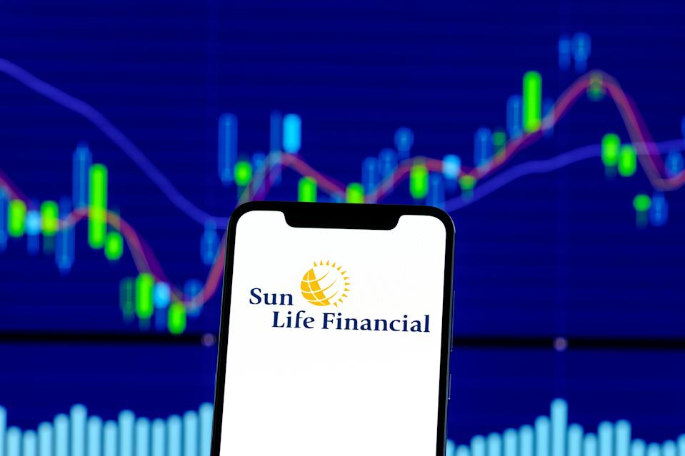 HONG KONG, CHINA - 2018/12/28:  In this photo illustration, the Sun Life Financial logo is seen on an android smartphone over stock chart. (Photo Illustration by Daniel Fung/SOPA Images/LightRocket via Getty Images)