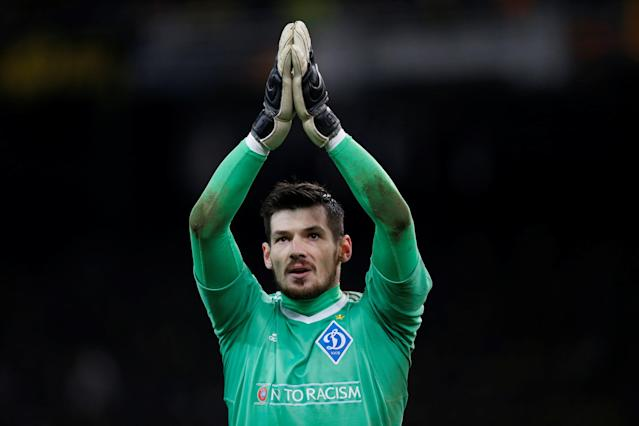 Soccer Football - Europa League Round of 32 First Leg - AEK Athens vs Dynamo Kiev - OAKA Spiros Louis, Athens, Greece - February 15, 2018 Dynamo Kiev's Denys Boyko applauds the fans at the end of the match REUTERS/Alkis Konstantinidis