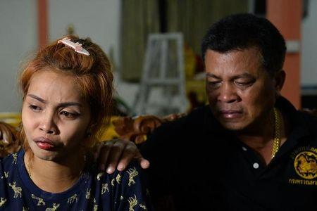Jiranuch Trirat is comforted her by father at a temple in Phuket, Thailand April 25, 2017. REUTERS/Sooppharoek Teepapan