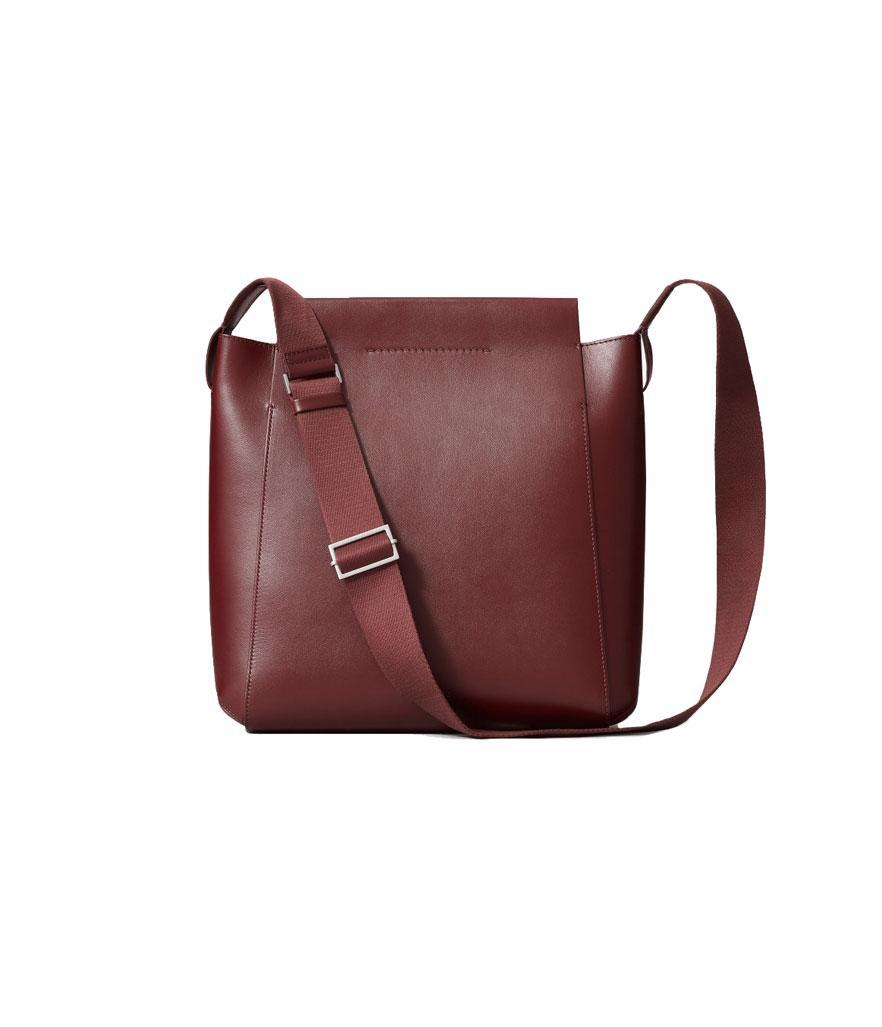 """<p>If your significant other is always talking about how she needs the """"perfect work bag,"""" look no further than Everlane's Form bag. Released last year, it blends style and function perfectly. Made of beautiful Italian leather, the bag's winning details include a seamless magnetic closure, and it's large enough to fit a laptop. <br><a href=""""https://fave.co/2SYwdrS"""" rel=""""nofollow noopener"""" target=""""_blank"""" data-ylk=""""slk:Shop it:"""" class=""""link rapid-noclick-resp""""><strong>Shop it:</strong> </a>$235, <a href=""""https://fave.co/2SYwdrS"""" rel=""""nofollow noopener"""" target=""""_blank"""" data-ylk=""""slk:everlane.com"""" class=""""link rapid-noclick-resp"""">everlane.com</a> </p>"""