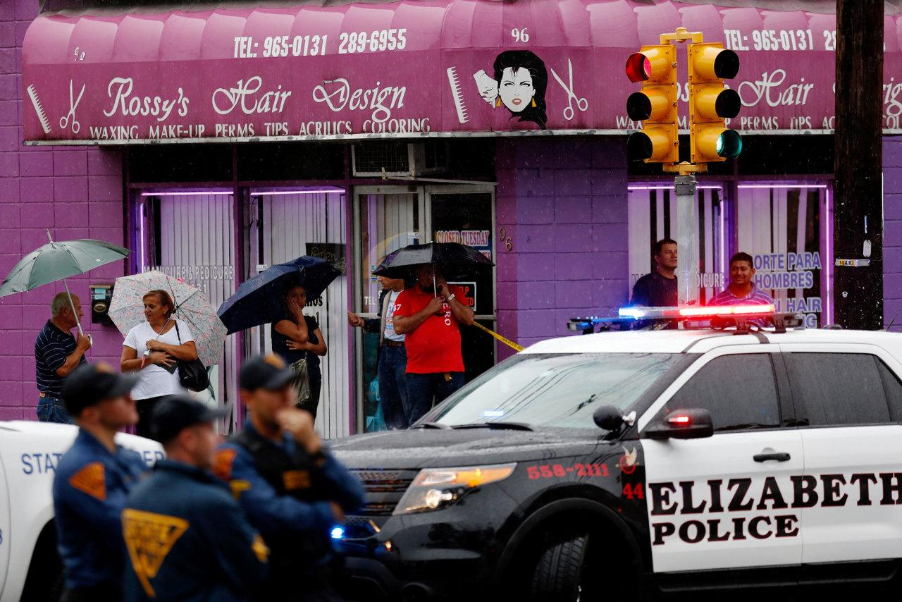 <p>Onlookers watch while Federal Bureau of Investigation (FBI) personnel search an address during an investigation into Ahmad Khan Rahami, who was wanted for questioning in an explosion in New York, which authorities believe is linked to the explosive devices found in New Jersey, in Elizabeth on Sept. 19, 2016. (REUTERS/Eduardo Munoz)</p>