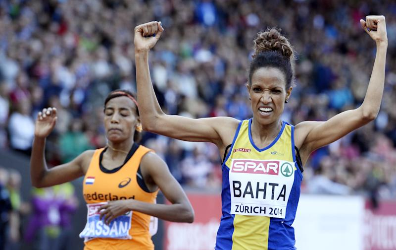 Sweden's Meraf Bahta (R) celebrates after winning the Women's 5000m final ahead of second-placed Netherlands' Sifan Hassan (L) during the European Athletics Championships at the Letzigrund stadium in Zurich on August 16, 2014 (AFP Photo/Franck Fife)