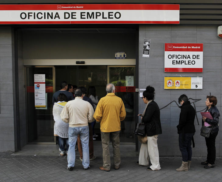 People enter an office to register for job placement in Madrid, Spain Thursday April 25, 2013. Spain's National Statistics Institute said the country's unemployment rate shot up to a record 27.2 percent in the first quarter of 2013 taking the total to 6.2 million. Spain is in recession again as it struggles to deal with the collapse of its once-booming real estate sector in 2008. (AP Photo/Andres Kudacki)