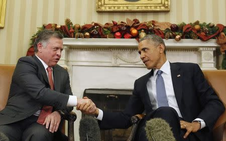 U.S. President Barack Obama shakes hands with King Abdullah of Jordan in the Oval Office of the White House in Washington, December 5, 2014. REUTERS/Larry Downing