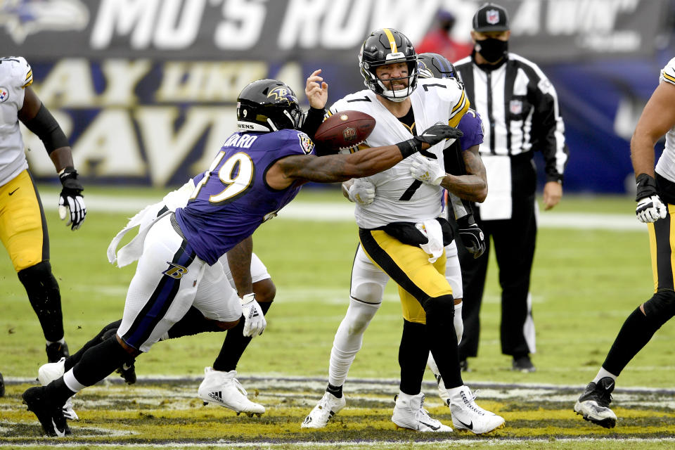 Pittsburgh Steelers quarterback Ben Roethlisberger (7) loses the ball while getting pressure from Baltimore Ravens linebacker Chris Board (49), cornerback Anthony Averett (23) and defensive end Yannick Ngakoue (91). (AP Photo/Nick Wass)