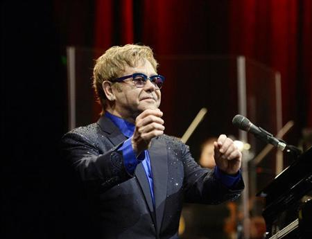 """Musician Elton John performs songs off his new album """"The Diving Board"""" with USC Thornton School of Music students in Los Angeles, California September 16, 2013. REUTERS/Kevork Djansezian"""