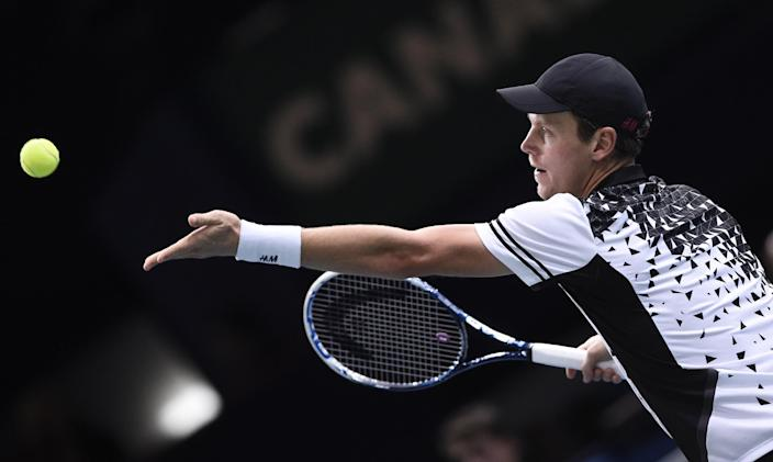 Czech Repuplic's Tomas Berdych serves to South Africa's Kevin Anderson during the quarter-final match at the ATP World Tour Masters 1000 indoor tennis tournament on October 31, 2014 in Paris (AFP Photo/Franck Fife)