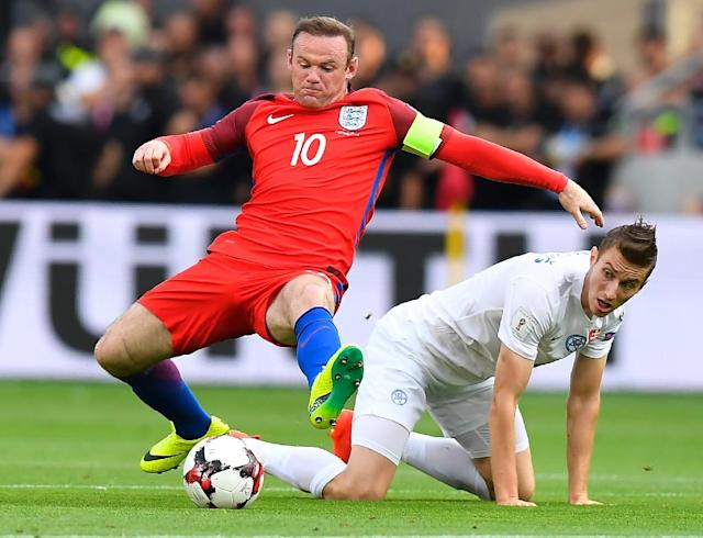 England's Wayne Rooney (L) adopted a deep-lying midfield role for much of the game against Slovakia (AFP Photo/Joe Klamar)