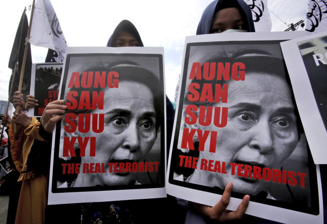 <p>Muslim women hold posters of Myanmar's State Counsellor Aung San Suu Kyi during a rally against the persecution of Rohingya Muslims in Medan, North Sumatra, Indonesia, Wednesday, Sept. 6, 2017. (Photo: Binsar Bakkara/AP) </p>