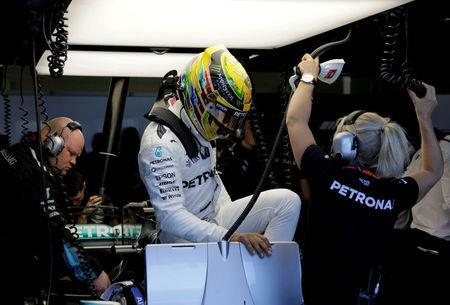 REFILE-ADDING INFORMATION Formula One F1 - Brazilian Grand Prix 2017 - Sao Paulo, Brazil - November 10, 2017. Mercedes' Lewis Hamilton of Britain makes a pit stop during first practice. REUTERS/Paulo Whitaker