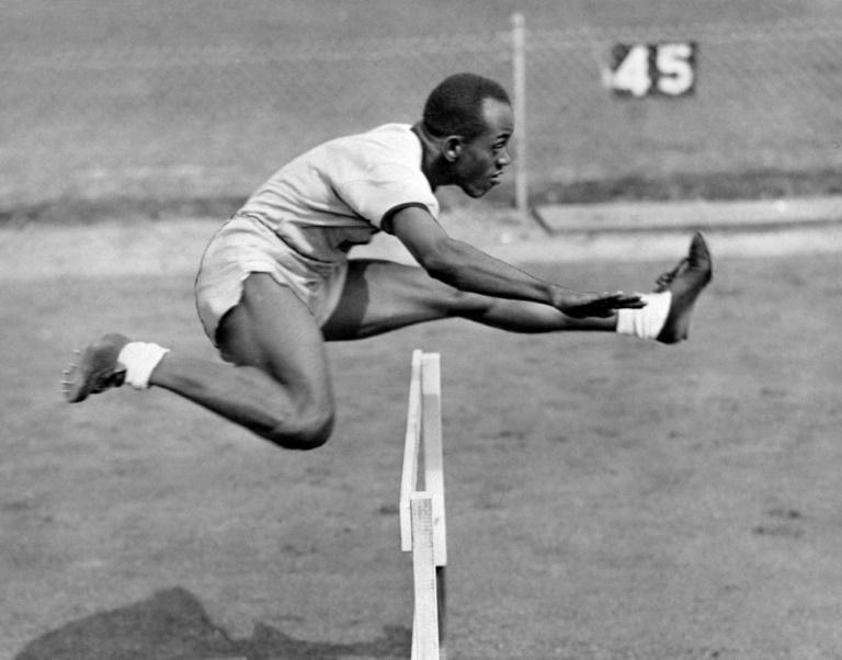 Harrison Dillard, a 1940s US track star who had been the oldest living US Olympic gold medalist, has died at age 96