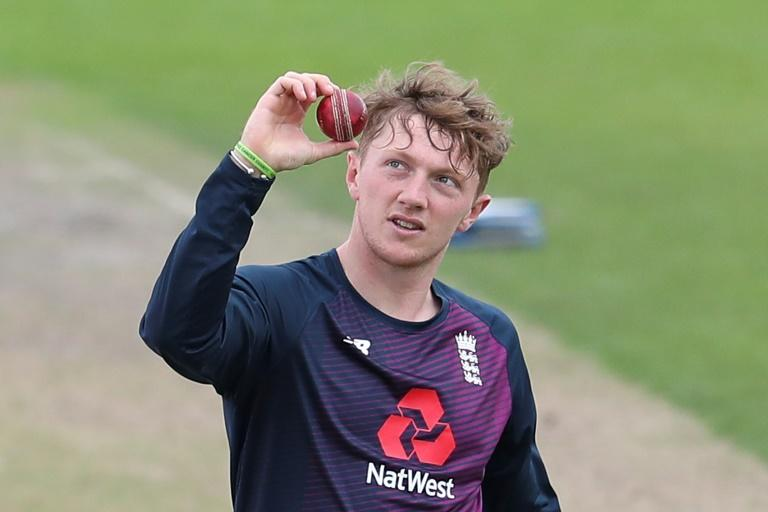 England spinner Bess to join Yorkshire from Somerset